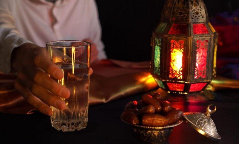 أهمية شرب الماء في رمضان